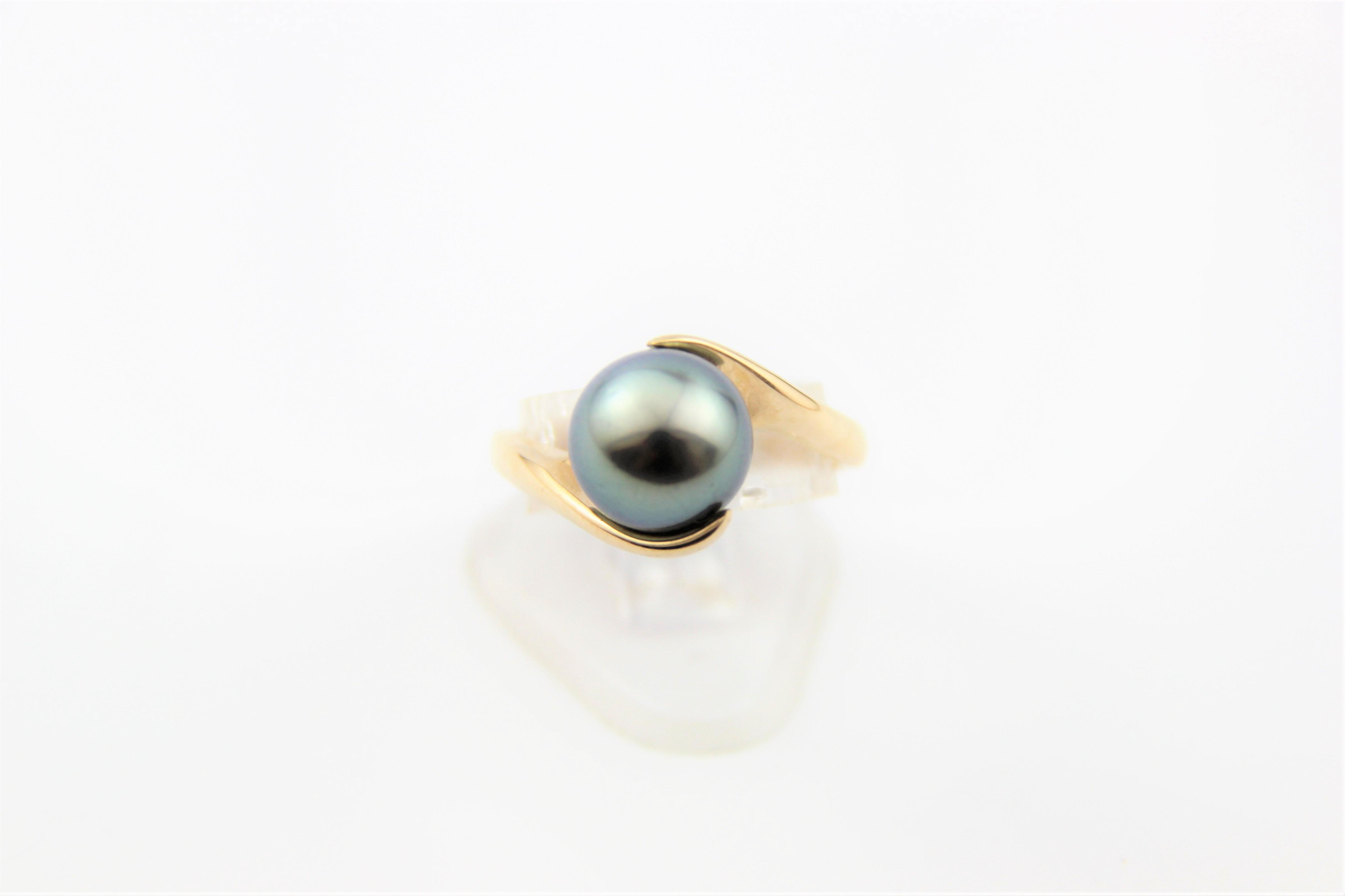 split shoulder pearl ring