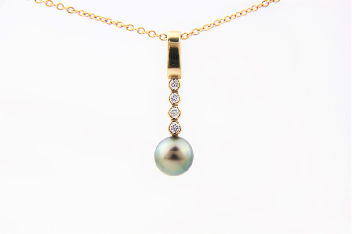 pearl and diamonds pendant