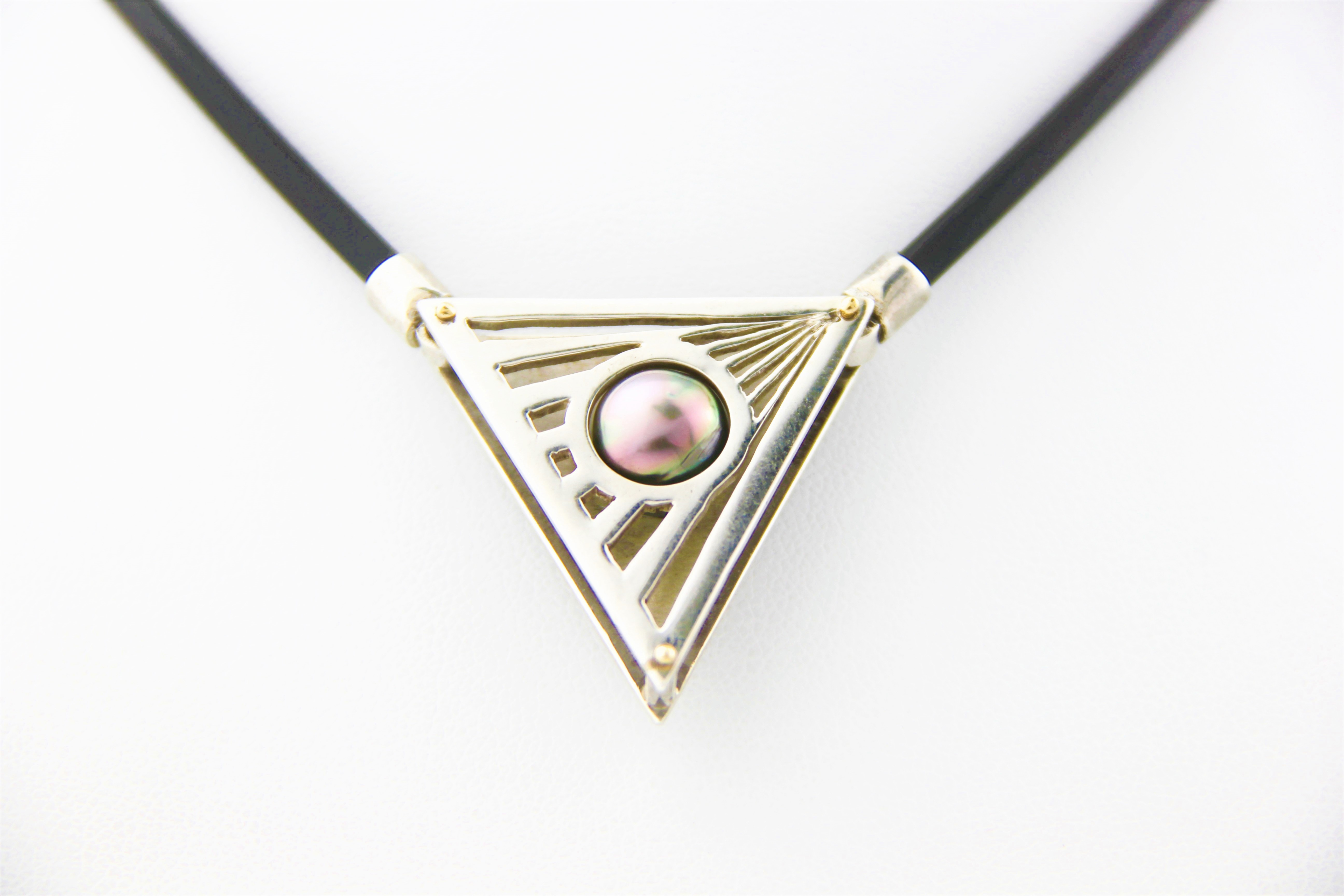triangle pearl necklet